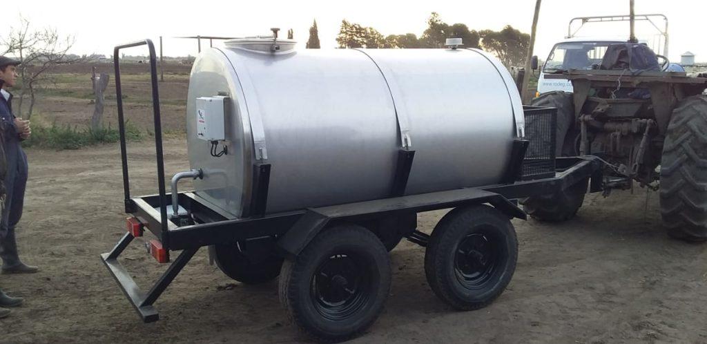 Carro Transportador de Leche de 2.000 Litros a Remolque con lavado químico en Pehuajó, Buenos Aires