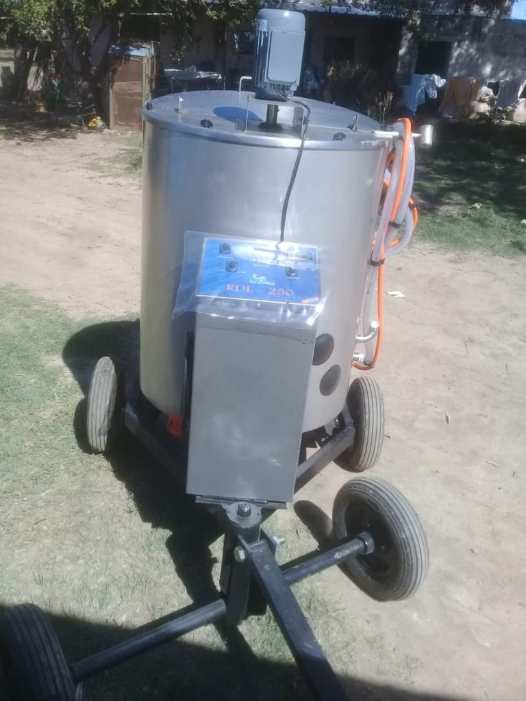 Milk 250 a Remolque con sistema automático de calentamiento y dosificación de leche en Las Varas, Córdoba