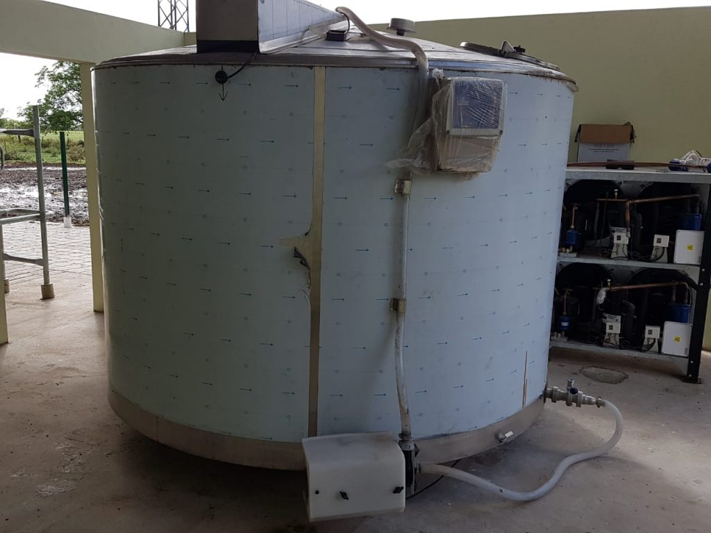 Instalacion de Brete con zigzag en cola equipo de Ordeno Rodeg 2700 de 12 bajadas y enfriador de leche